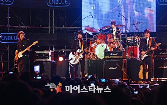 2011-03-21-CNBLUE-showcase-3