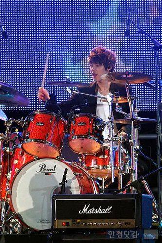 2011-03-21-CNBLUE-showcase-15