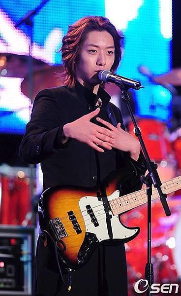 2011-03-21-CNBLUE-showcase-17