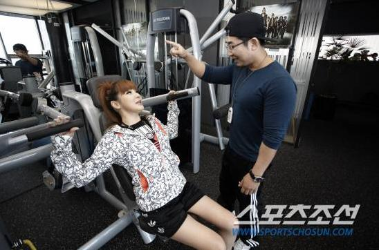 20110320_2ne1_training_16