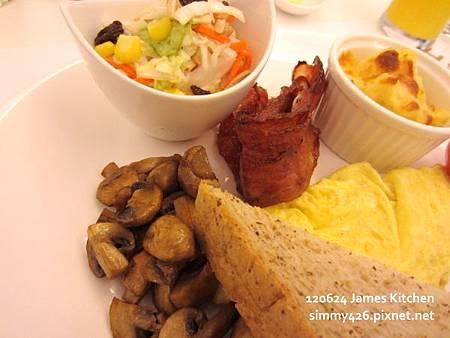 歐姆蛋捲佐培根+焗烤洋芋+焗烤番茄+洋菇(2)