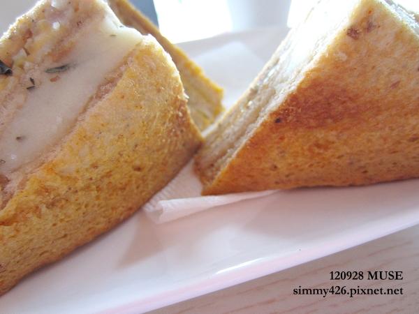 全麥義式燻雞烤牛奶三明治(4)