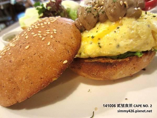141006 好樂日式洋蔥起司漢堡‧磨菇蛋(3).jpg