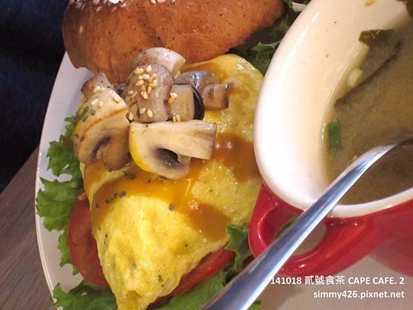 好樂日式洋蔥起司漢堡‧磨菇蛋.jpg