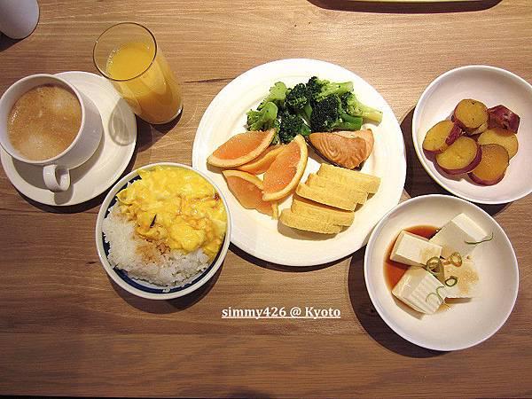 飯店早餐(2).jpg