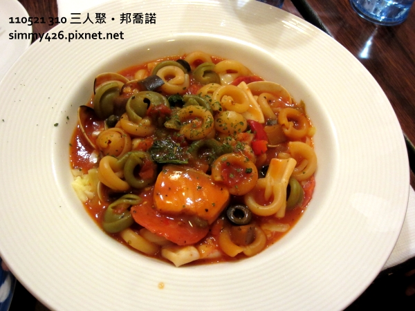 Salami 海鮮起士紅醬小帽子麵.JPG