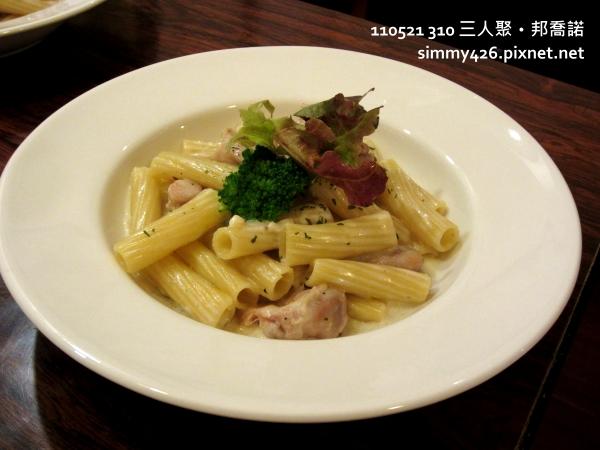 燻雞綠蔬白醬水管麵.JPG