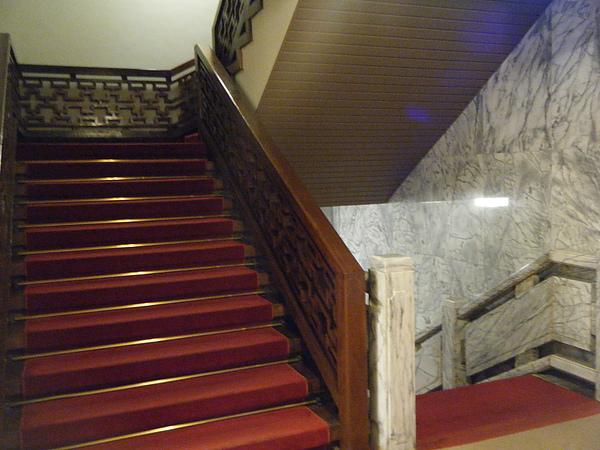 飯店樓梯.JPG