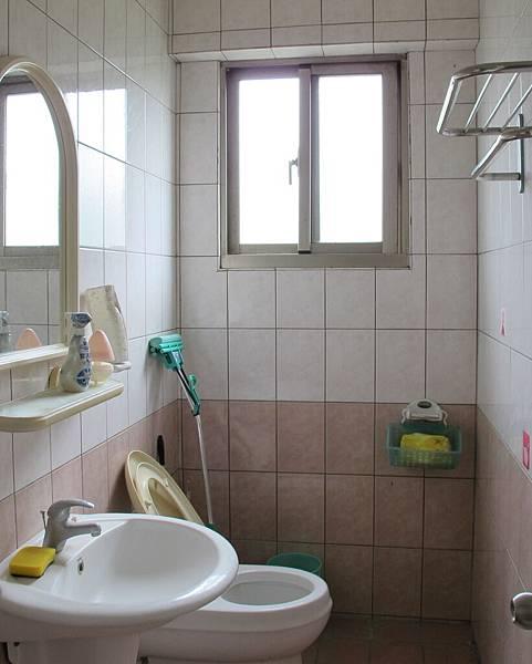 內景(廁所)