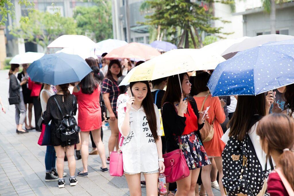 大家不畏颱風,還是提前來到會場排隊入場.jpg