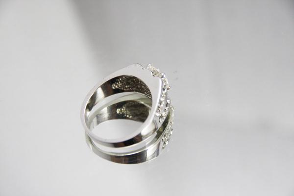 白K金 華麗高調 鑽石戒指2.jpg