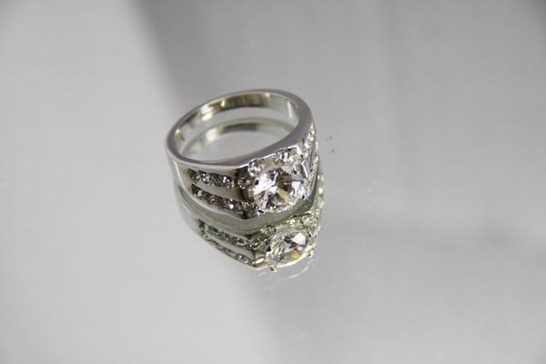 白K金 華麗高調 鑽石戒指首圖.jpg