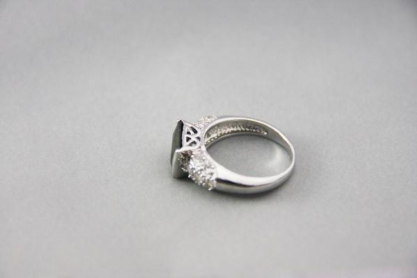 白K金 寶石戒指 成熟穩重5.jpg