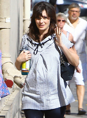 zooey-deschanel-hide-pregnancy-new-girl-04.jpg
