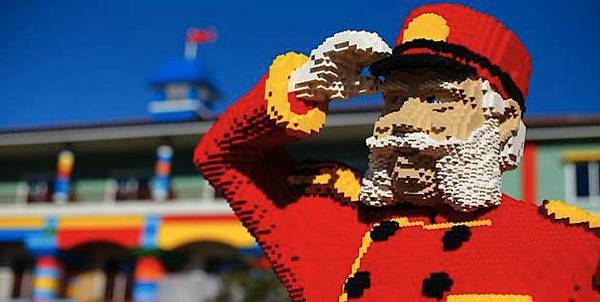 LEGO-Based-Hotel-Built-in-Carlsbad-California-3