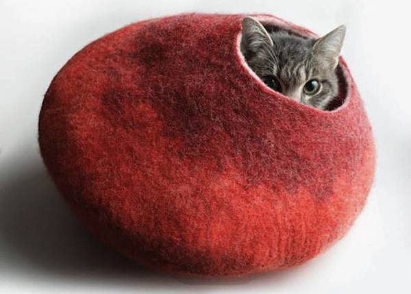 Colorful-Wool-Cat-Nap-Cocoon-1