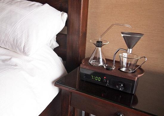 barisieur-alarm-clock-and-coffee-brewer-joshua-renouf-designboom-171.jpg