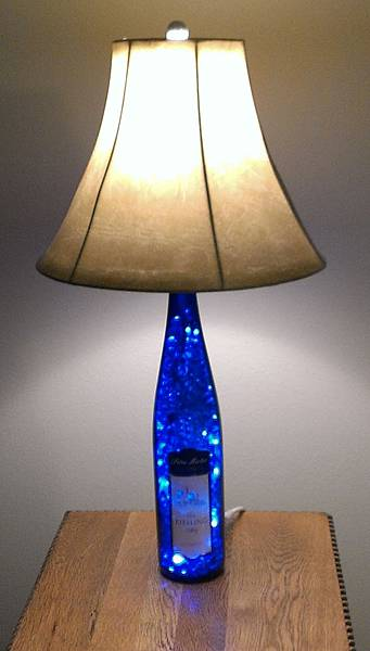 diy-beautiful-bottle-lamp.jpg