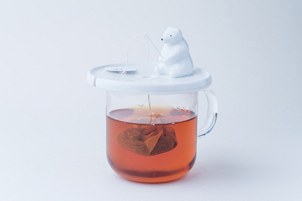 necktie-polar-bear-tea-bag-holder-shirokuma-designboom-01.jpg