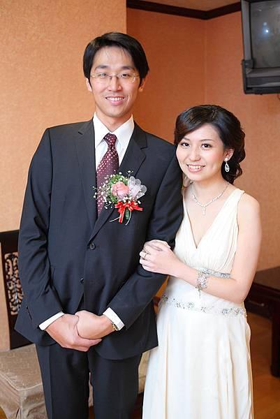 雖然不能穿白紗 但還是有新娘的氣勢.JPG