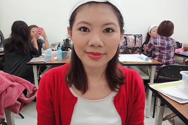照片左邊是職業婦女妝,右邊是外出妝.JPG