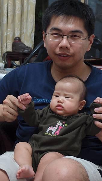 爸爸幫我剪指甲