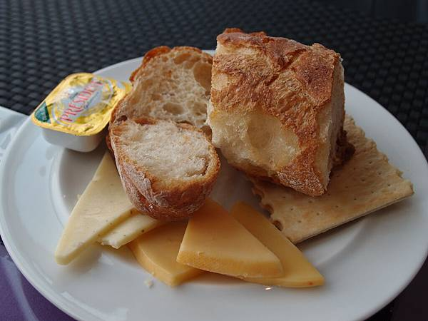 很多種麵包和起士