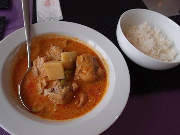 泰式黃咖哩嫩雞附香米