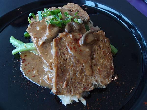 德式香芥牛肉糜捲襯酸菜