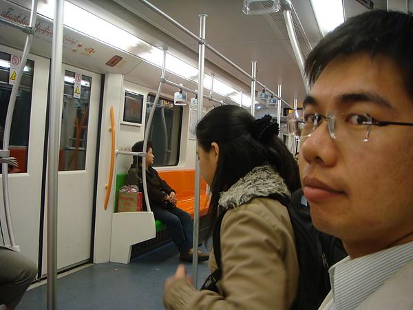 搭地鐵出發~