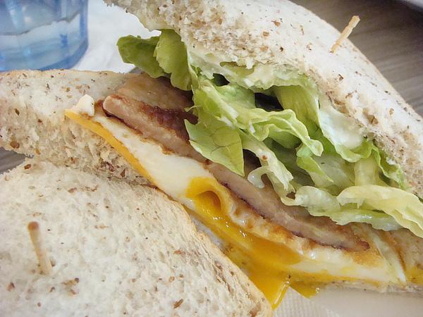 芝士珠排夾蛋三明治