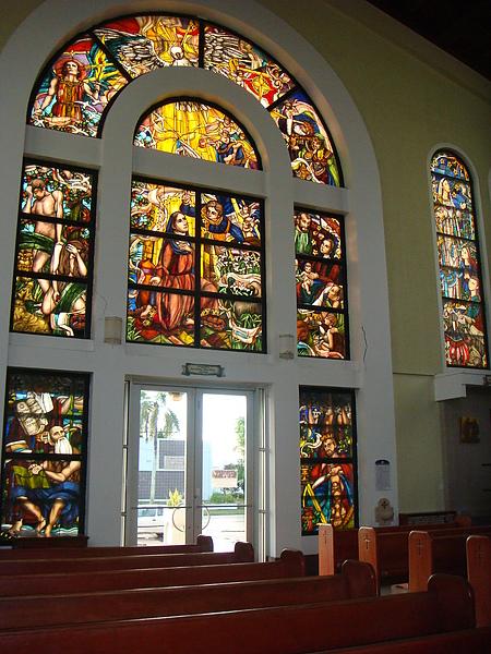 關島教堂~窗戶很漂亮