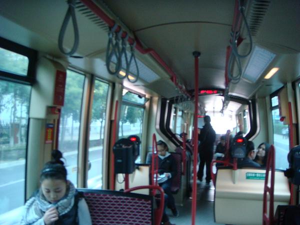 輕軌電車內