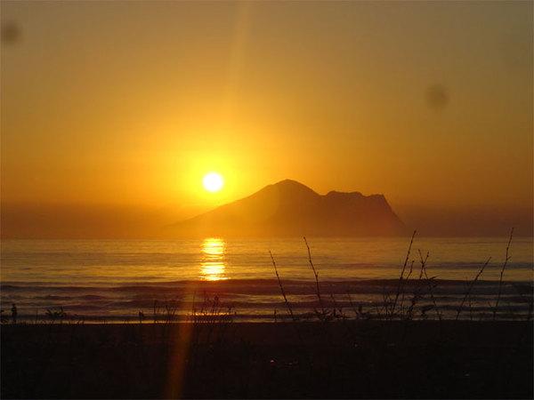 海灘夕陽.jpg