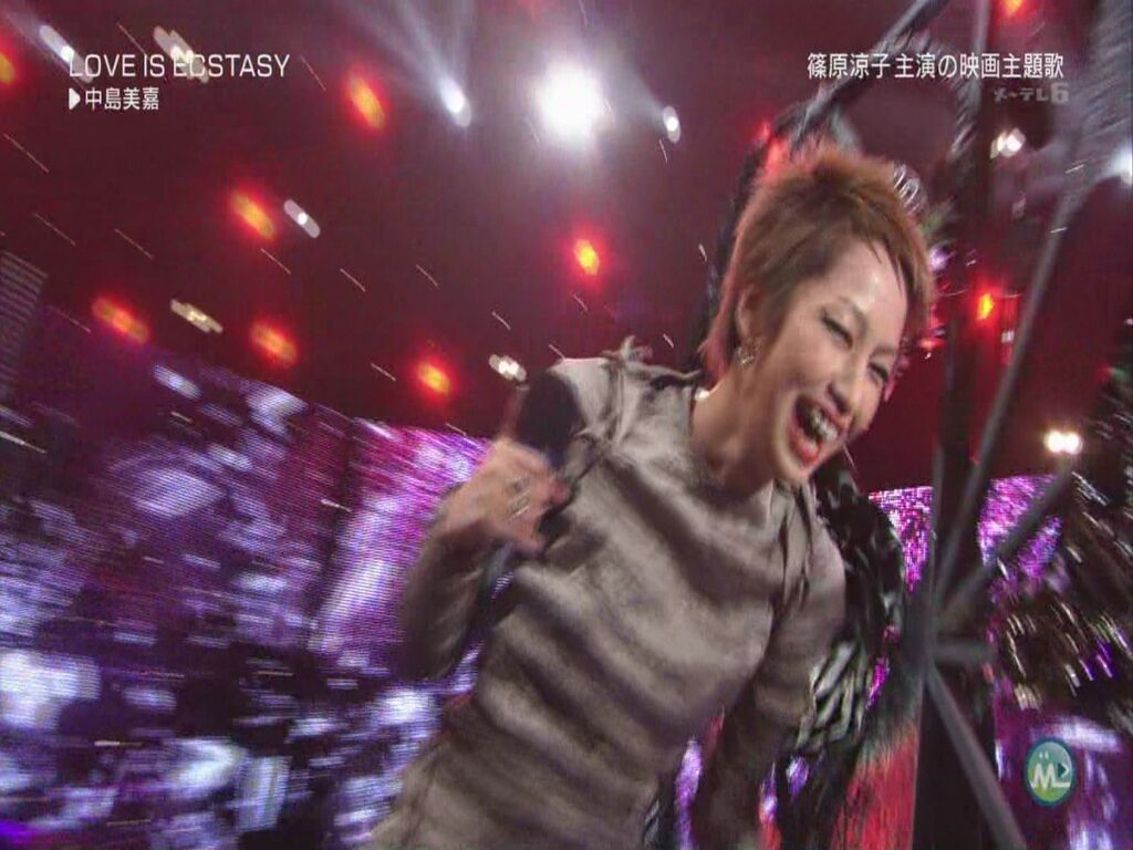 Mika Nakashima - LOVE IS ECSTASY (Music Station - 2011.09.09)[22-48-36].JPG