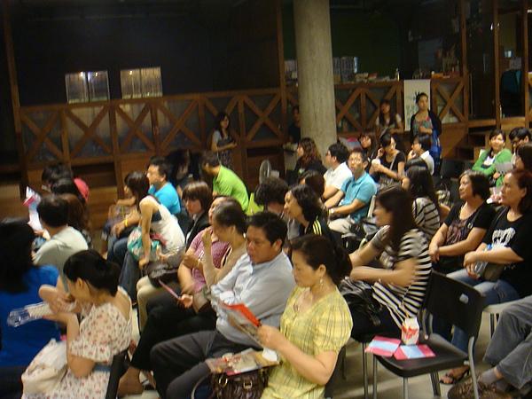 觀眾的年齡層很廣,學生、媽媽、上班族都有