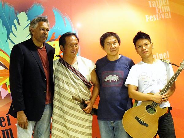 澳洲原住民代表以及台灣原住民代表大合照