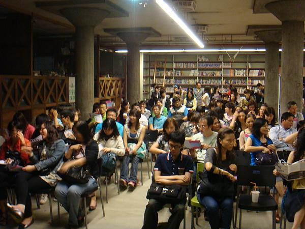 現場湧進118位觀眾,是倉庫放映活動以來最高人次喔