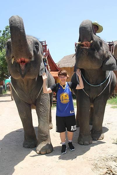 與大象合照2