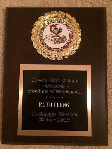 Ruth當選10月優秀學生的獎牌