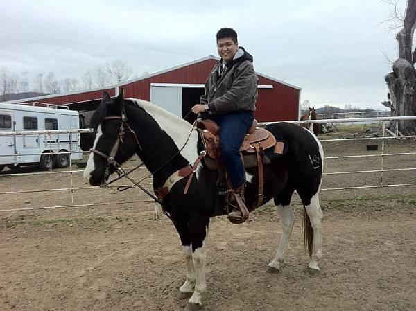 劉浩文嘗試騎馬