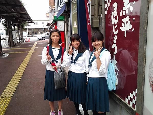 天下留學-日本高中交換生和日本高中的同學