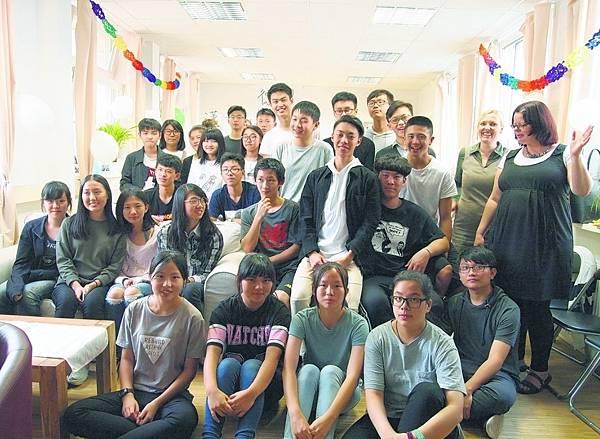 天下留學中心-來自台灣的高中交換學生及德國總部的兩位代表