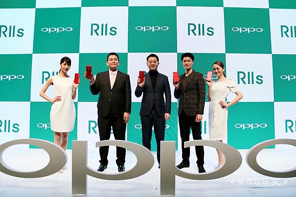 OPPO宣布正式進入日本市場並發表全螢幕拍照手機OPPO R11s。左起OPPO日本株式會社董事會成員河野謙三先生、OPPO日本株式會社代表(CEO)鄧宇辰先生、日本攝影師角田修一先生