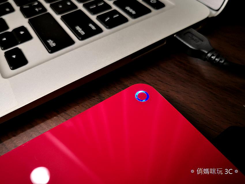 TOSHIBA Canvio Advance V9 1TB USB 3.0 2.5 吋外接式行動硬碟開箱 (9).png