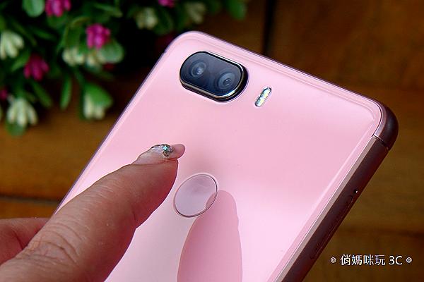 SUGAR S11 全螢幕平價手機開箱(俏媽咪玩3C) (70).png