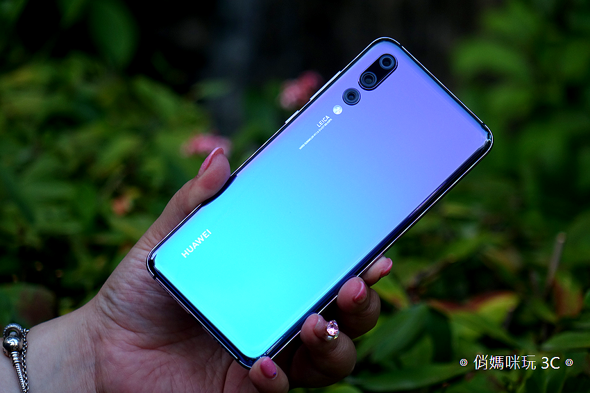 HUAWEI P20 Pro 開箱 (俏媽咪玩 3C) (12).png