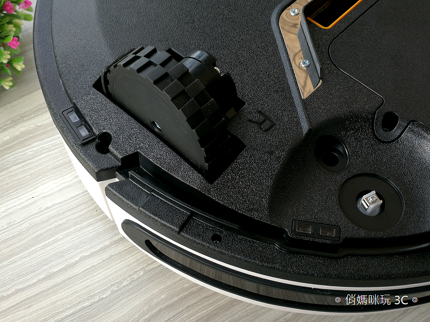 TiDdi 智慧型規劃清掃機器人 V320 開箱 (俏媽咪玩 3C) (20).png