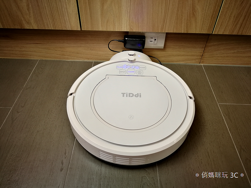 TiDdi 智慧型規劃清掃機器人 V320 開箱 (俏媽咪玩 3C) (36).png