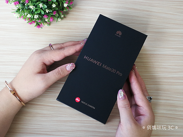 HUAWEI Mate 20 Pro 開箱 (俏媽咪玩 3C) (17).png